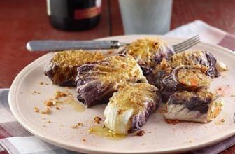 Come preparare irresistibili involtini di radicchio e patate.