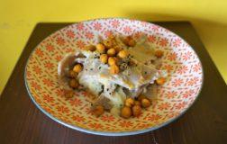 Maltagliati di saragolla e castagna con crema di sedano rapa, zenzero e ceci croccanti
