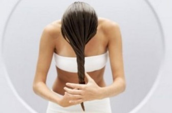 Come curare i capelli con rimedi e maschere naturali.