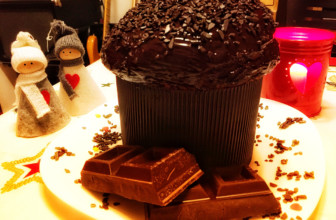 il Momettone: panettone vegano al cioccolato fondente