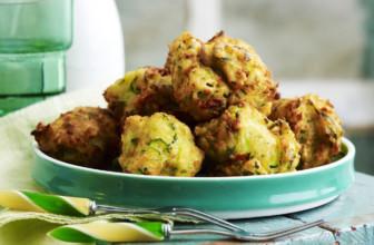 Polpette vegan di zucchine e pane raffermo: la ricetta per il pranzo della domenica.
