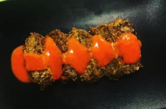 Pomodoro cremoso su polpettone di lenticchie