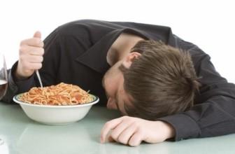 Consigli per non sentirsi assonnati dopo pranzo.