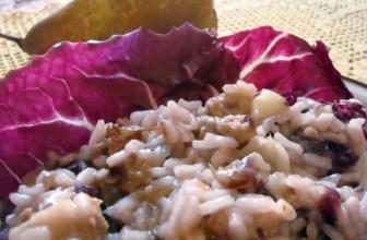 Risotto al radicchio con pere: la ricetta vegan senza burro e senza formaggio
