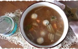Zuppa di cardi e miso con polpettine alle alghe