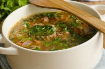 Contro il freddo, la zuppa di lenticchie e spinaci alla curcuma