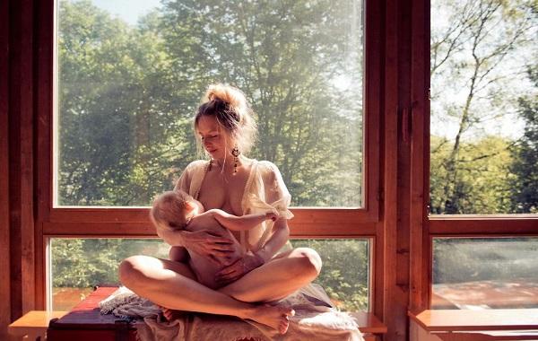 allattamento al seno in una serie di scatti