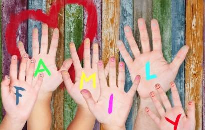 famiglia mani_dentro