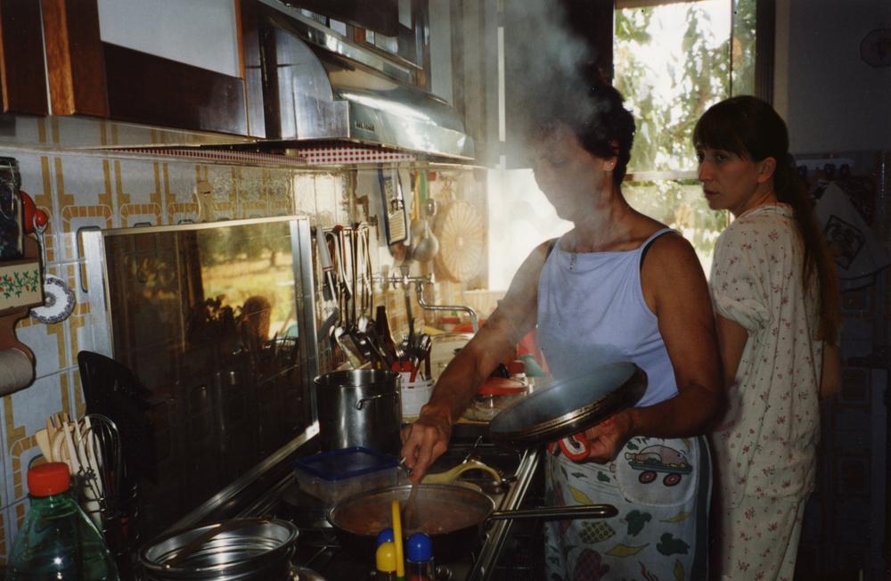 mamma in cucina