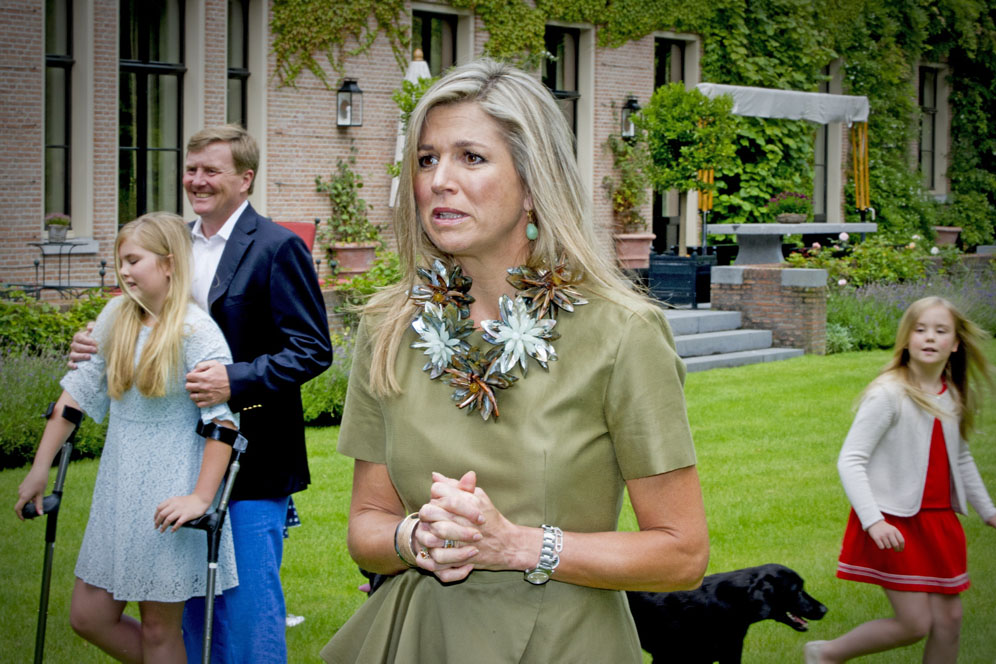 King Willem-Alexander and Queen Maxima of the Netherlands with children Princess Amalia, Princess Alexia and Princess Ariane pose for the media t their house De Horsten in Wassenaar, near The Hague, The Netherlands, for the annual Summer photosession, on July 8, 2016. Photo by Robin Utrecht/ABACAPRESS.COM LaPresse Only italy Famiglia reale olandese alla sessione fotografica estiva dell'anno 554565