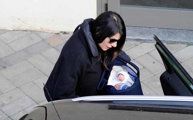 Milano Ilaria D'Amico in compagnia della mamma porta il figlio Leopoldo Mattia all'ospedale per una visita.