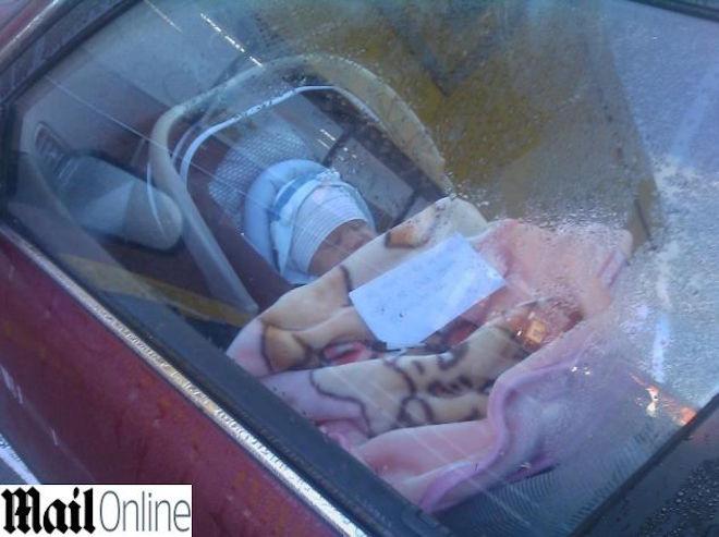 bimbo-auto-mamma_28202638