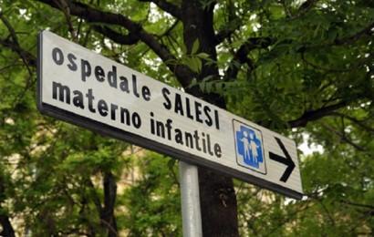 (ANSA) - ANCONA, 13 MAG - Sanità: segnale stradale che indica l'ospedale dei bambini 'Salesi' di Ancona.