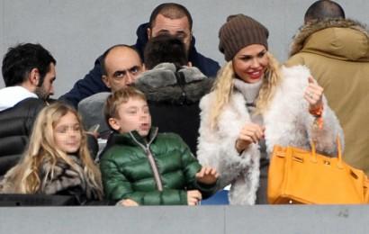 ROMA 22-12-2013 STADIO OLIMPICO LEGA SERIE A ROMA CATANIA NELLA FOTO ILARY BLASI CON I FIGLI CRISTIAN E CHANEL IN TRIBUNA MASSIMO INSABATO MAX_8367