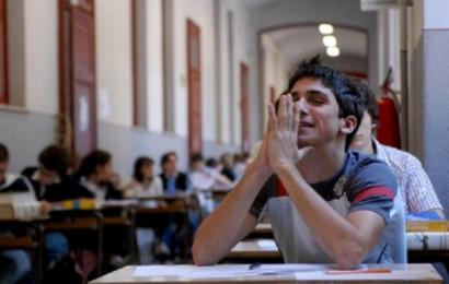 MILANO - ESAMI DI MATURITA ALLA SCUOLA SUPERIORE SEVERI - PROVA D ITALIANO - PROVA SCRITTA - STUDENTI