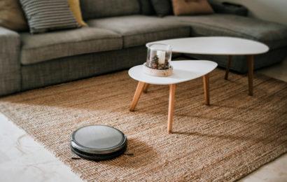 Robotic,Vacuum,Cleaner,On,The,Floor
