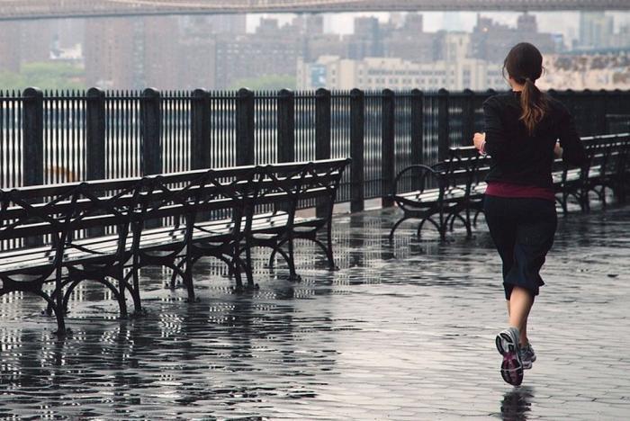 Correre sotto la pioggia: i consigli utili