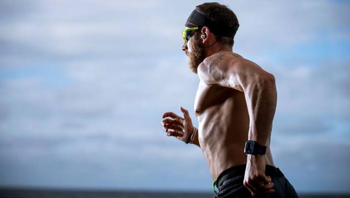 Nuoto e corsa: è possibile conciliarli?