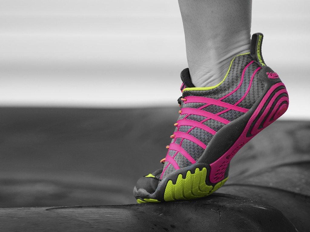 Peso nella corsa: quanto influisce quello delle scarpe