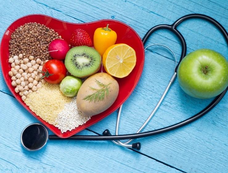 Colesterolo: come controllarlo con dieta e sport